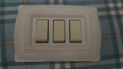 Montare scatola per presa e interruttore esterno